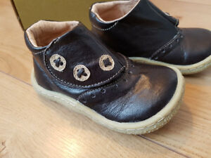 Livie & Luca Brand new in box sz 6 leather shoes