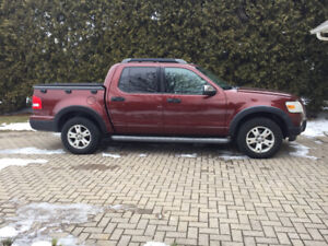 2010 Ford Explorer Sport Trac, very clean