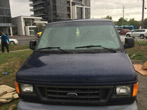 2004 Ford E-150 Wagon