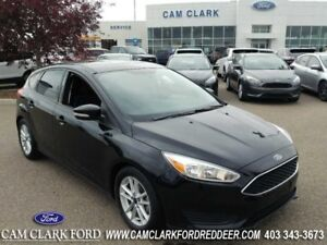 2016 Ford Focus SE  Moonroof