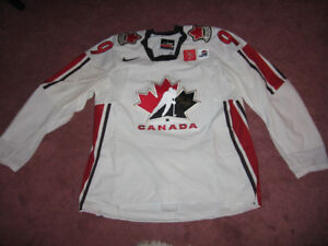 Reduced! New Autographed Wayne Gretzky Jersey (Compare @ $4,000)