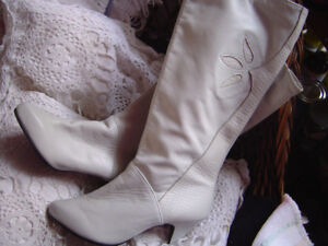 Leather Boots: Ladies Size 6.5 Made in Canada Winter Lined New