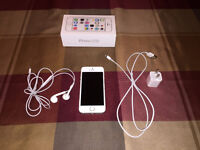 iPhone 5S Like new, 32 Gigs, Fido, Silver colour + Accessories
