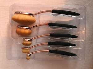 Brand new oval artisan makeup brushes