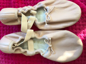 Brand NEW Leather Ballet Slippers / Shoes Size 3 1/2 (3.5)