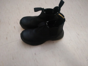 SELLING STEEL TOED BOOTS