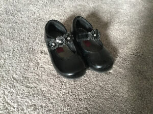Girl size 6 toddler shoes