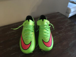 Brand New Nike Mercurial Vapor X Soccer Cleats - size 5