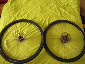 Roues 700c freins a disque hob Selle Norco