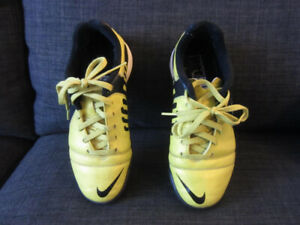 Nike Kid's soccer Shoes, size US 1.5