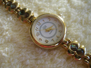 GORGEOUS LADY'S WATCH with a GORGEOUS BRACELET to Match