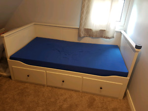 Daybed frame with 3 drawers