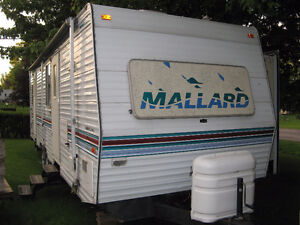 29' Mallard with large tip out, some water damage