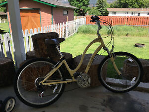 Woman Townie cruiser