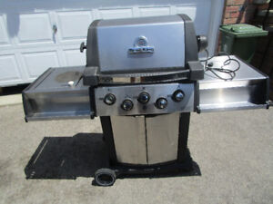 BROIL KING SOVEREIGN PROPANE BBQ WITH SIDE BURNER AND ROTISSERIE