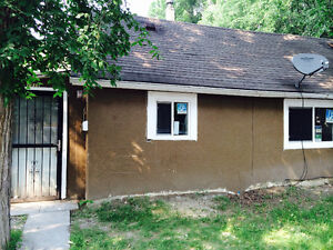 2 bedroom house, Pet & Smoker friendly $1000/month