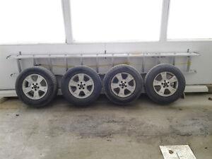 a vendre 4 pneus et 4 mags pour leter