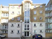 2 bedroom flat in Woodland Crescent, Surrey Quay SE16