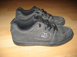 DC Boy's Pure skate shoes - size 3 - great condition !