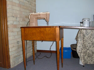 1960's Singer Sewing Machine with cabinet