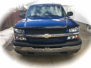2004 Chevrolet Avalanche Pickup Truck- Looks and drives like new
