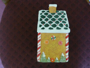 Christmas Gingerbread House Wax Candle - like new condition Kitchener / Waterloo Kitchener Area image 4