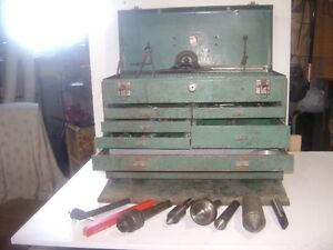 MACHINIST TOOL BOX WITH ASSORTED TOOLS.
