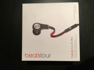 BRAND NEW DRE BEATS TOUR!!!! Great condition