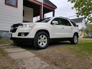 2008 Outlook XR Loaded Leather Navi- 8 pass- dual roof