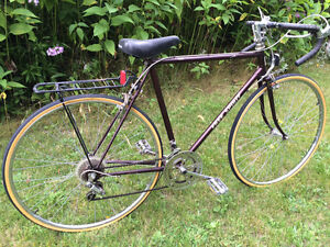 VINTAGE 1980s 12 SPEED ROAD BIKE WITH NEW TIRES INSTALLED