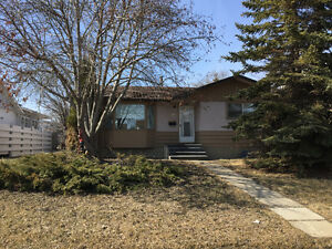 **REDUCED** 5408 53 st. Camrose AB