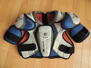Shoulder Pads: Easton Synergy X-Treme Youth XL
