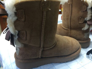 Uggs for preschooler size 11 - barely used