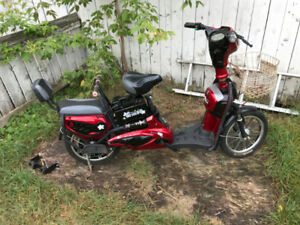 Electric Scooter, Needs New battery to operate.