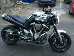 motocyclette Yamaha MT 01 2006 lire description