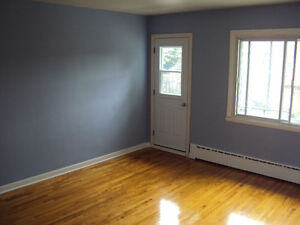 5 1/2 NDG Upper Duplex for Rent
