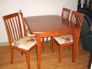 Set de cuisine..  table de 48 '' long X 36 '' large plus rallong Québec City Québec image 2