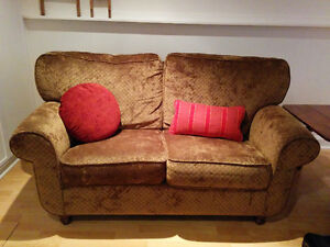 Two super comfortable love seats West Island Greater Montréal image 1