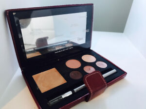 Quo Bronzer, eye shadow and lip kit $20