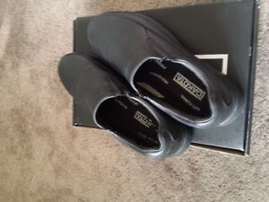 Almost New DAKOTA Men Safety Slip On Casual Shoes Size 9.5