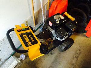 Dewalt with Honda motor pressure washer