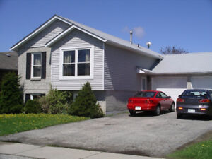 DON'T MISS OUT TO RENT THIS 3 BEDROOM MAIN FLOOR!
