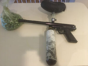Older Piranha Paint Ball Gun With Feeder,CO2 Tank And Clothing