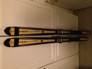 Élan team Carve 148 cm downhill skis. Comes with Salomon c509
