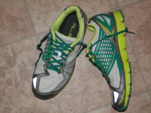 6 pairs of sneakers & walking shoes (Clarks, Saucony, Avia...)