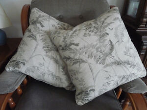 2 LEE EARTH FRIENDLY UPHOLSTERY THROW PILLOWS
