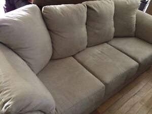 Couch for sale - selling due to moving
