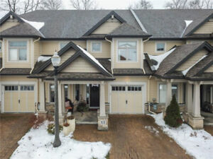 SIMPLY GORGEOUS 2+1 BED, 3 BATH FAMILY HOME IN JORDAN STATION!
