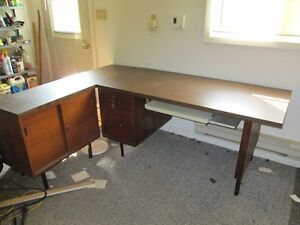 DESK WITH SIDE TABLE