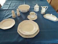 Magnifique set de vaisselle 12 couverts